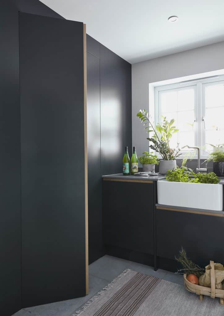 Handleless utility room