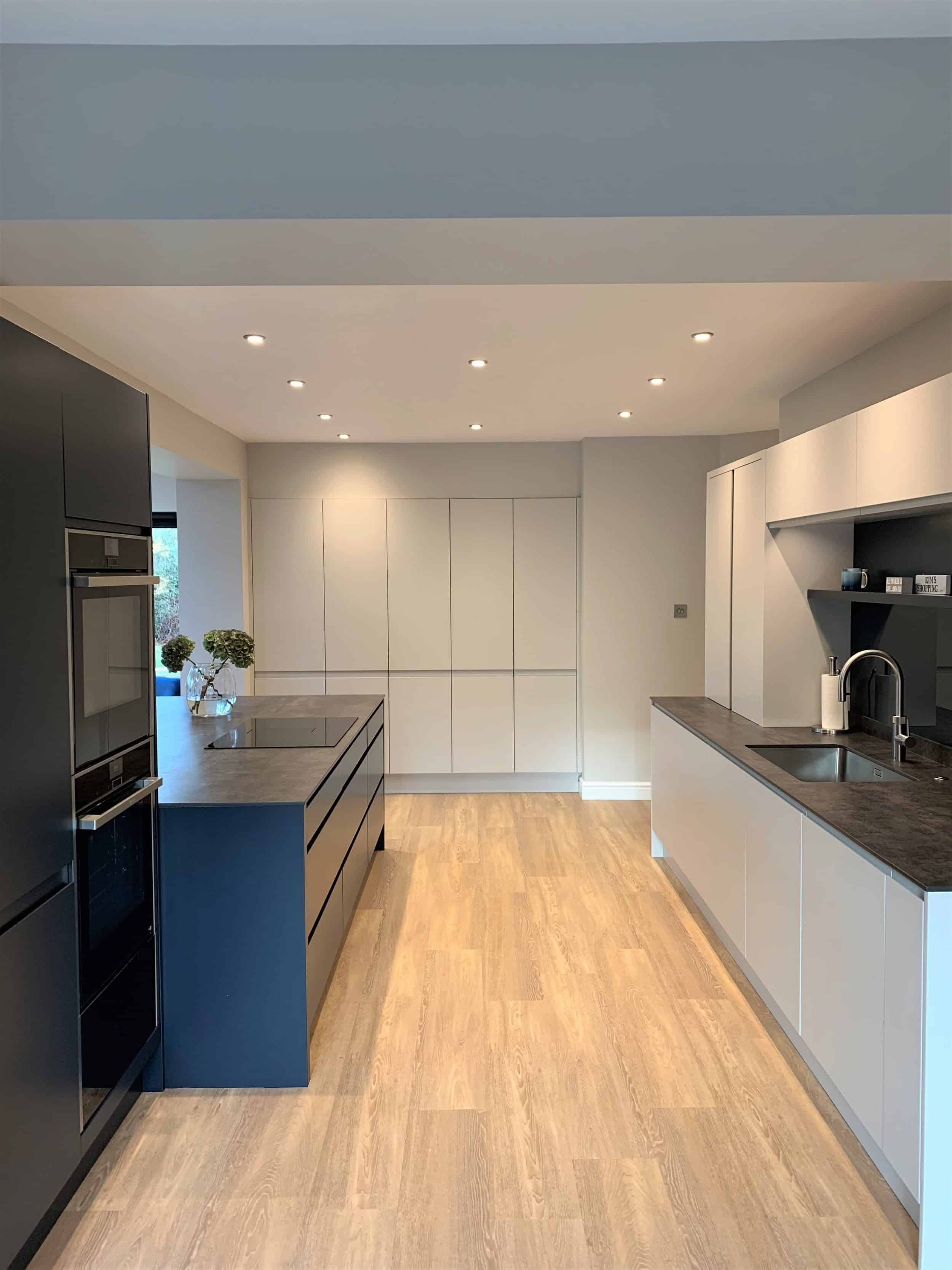 Large contemporary kitchen