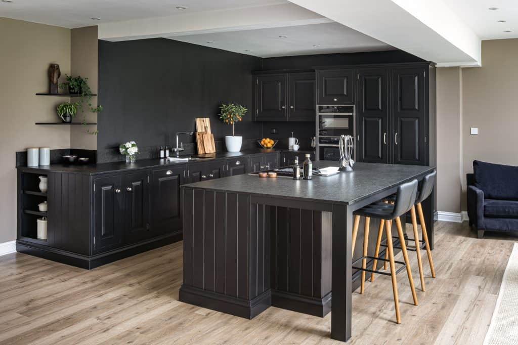 Black traditionl kitchen